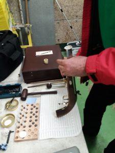 Laden einer Le PageVorderlader Pistole